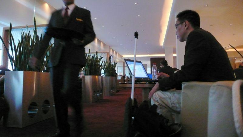 Ejecutivos de medio mundo se reparten por el lounge
