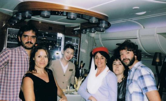 En el bar del A-380 con otros periodistas