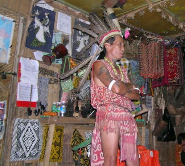 Atuendo tradicional de los iban