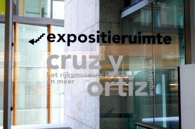 Exposición sobre Cruz y Ortiz en la Biblioteca Pública