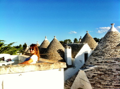 "Una servidora sobre los ""trulli"" de Alberobello."