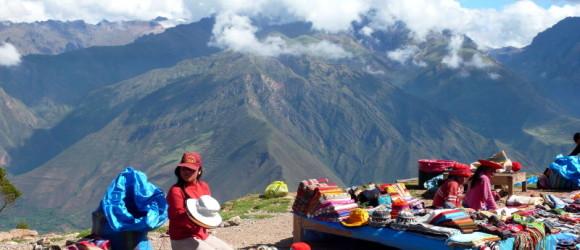 Mercado peruano de artesanía y tejidos