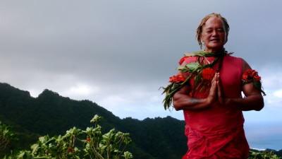 Pa, todo un personaje en Rarotonga, por cuyas volcánicas montañas del interior lidera caminatas con las que alternar los días de playa.