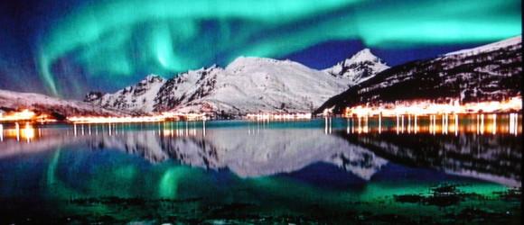 Esta es una de las auroras boreales... que nos perdimos, ya que el cielo estaba cubierto! La foto le pertenece al Museo de Alta, donde se custodia una barbaridad de petroglifos grabados en la roca por cazadores del Neolítico, declarados Patrimonio de la Humanidad por la Unesco.