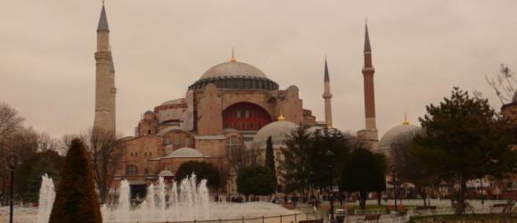 Monumental fachada de Santa Sofía, Estambul