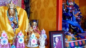 El budismo, hoy resurgido como la principal religión, fue perseguido durante las décadas soviéticas. La tradición chamánica, muy anterior, aunque camuflada nunca se perdió.