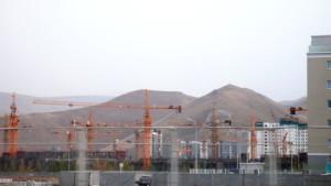 Grúas apocalípticas como símbolo de la nueva pujanza de Ulan Bator.